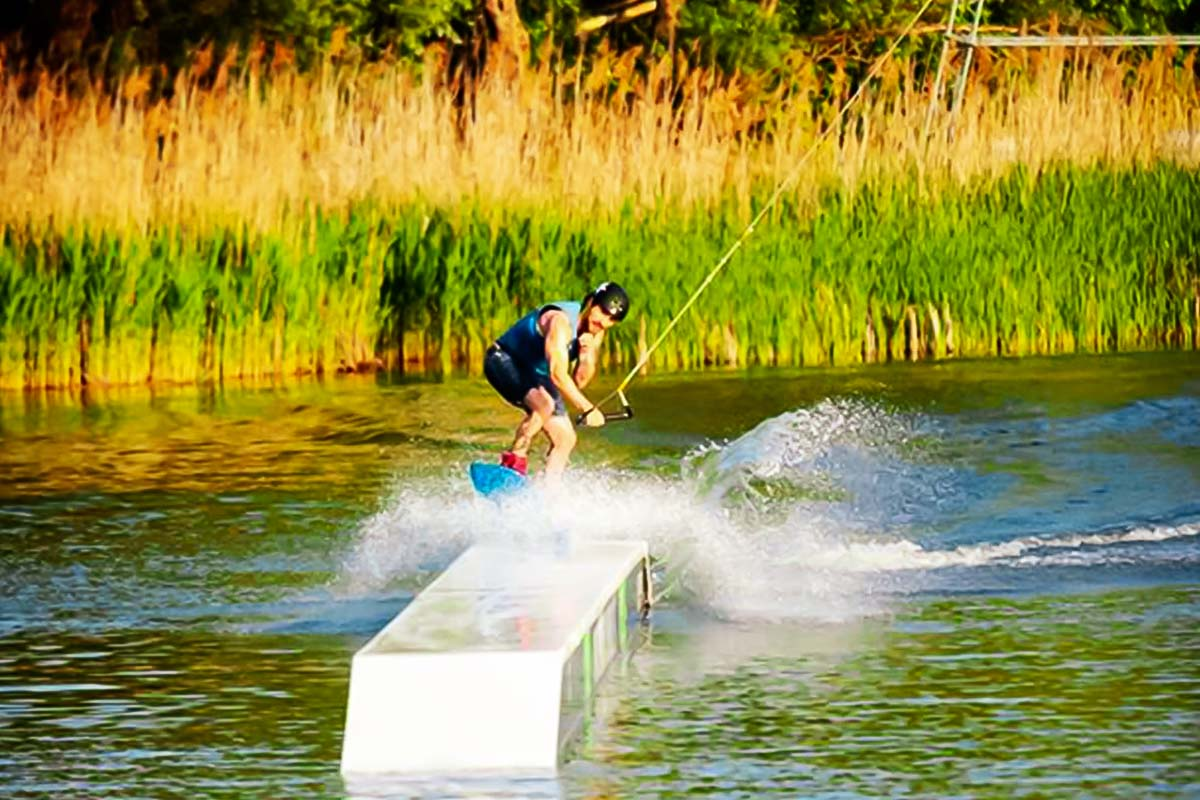 Extreme griding on a wake boarding xperience in Warsaw
