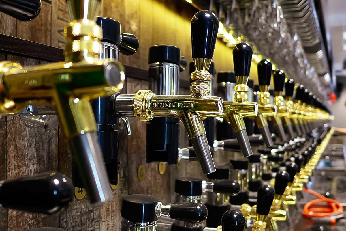 Local knowledgeable guide in Warsaw will take you on a tour around craft beer pubs