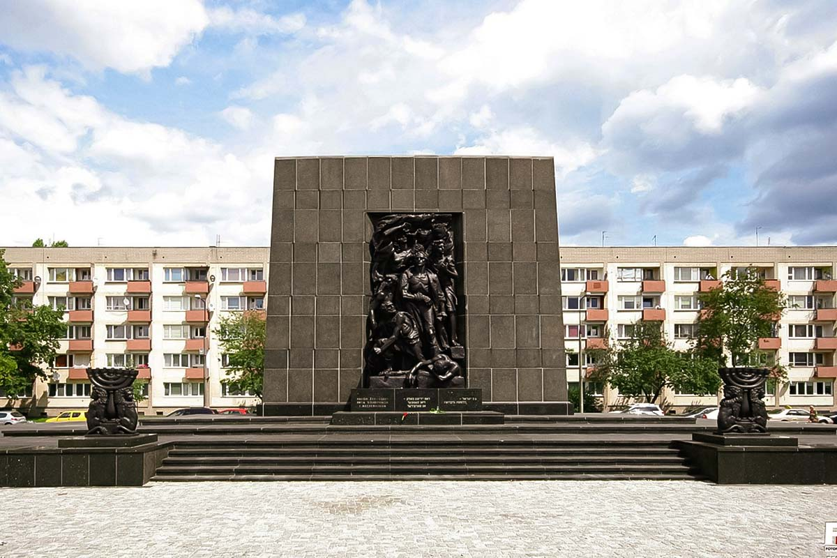 The monument of fighting Jews in Warsaw on our tour