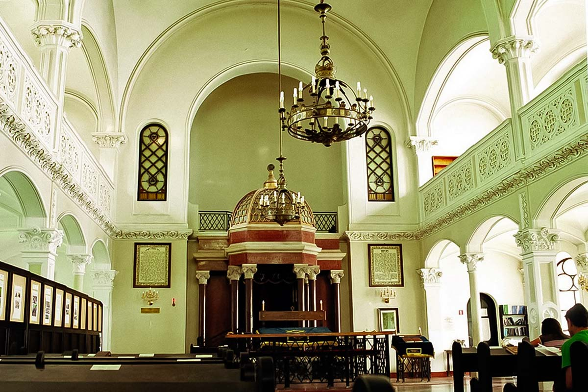 Nozyk Synagogue from the inside at the Jewish Warsaw Tour