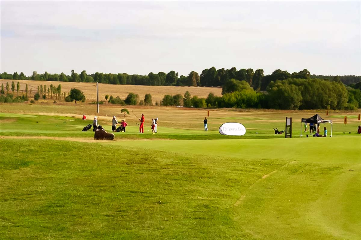 Enjoy the Golf adventure in Warsaw with your friends during the Warsaw trip