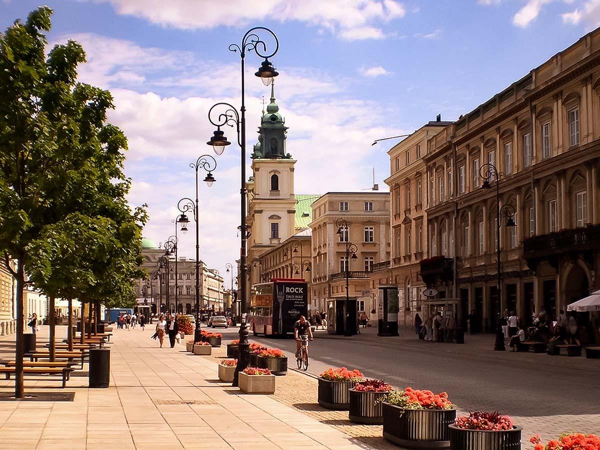 Krakowskie Przedmiescie es la carretera principal hacia el sur desde el famoso casco antiguo