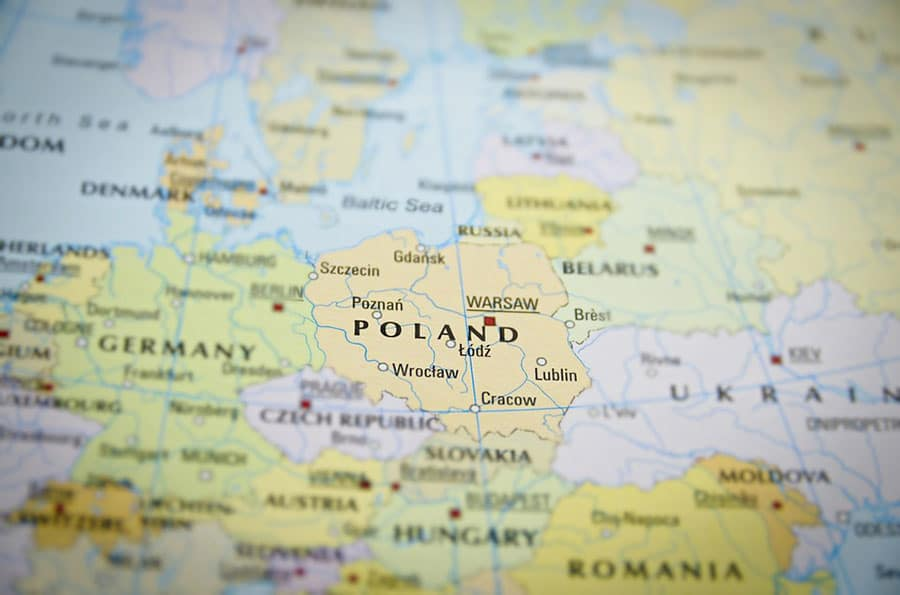 A Polônia está localizada no coração da Europa tem um acesso fácil à maioria dos países europeus