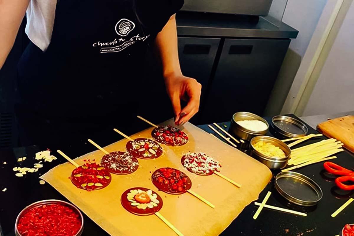 Blanda och matcha olika smaker för att få din favoritsmak på vår chokladverkstad i Warszawa