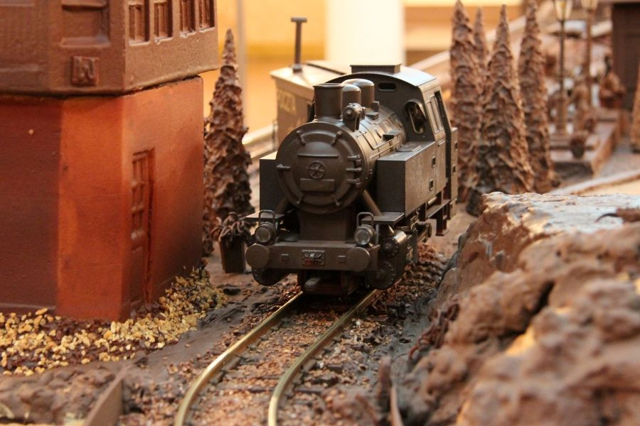 chocolate model - museum station warsaw-2