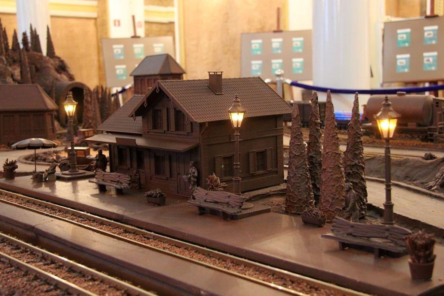 チョコレートモデル - 博物館駅ワルシャワ