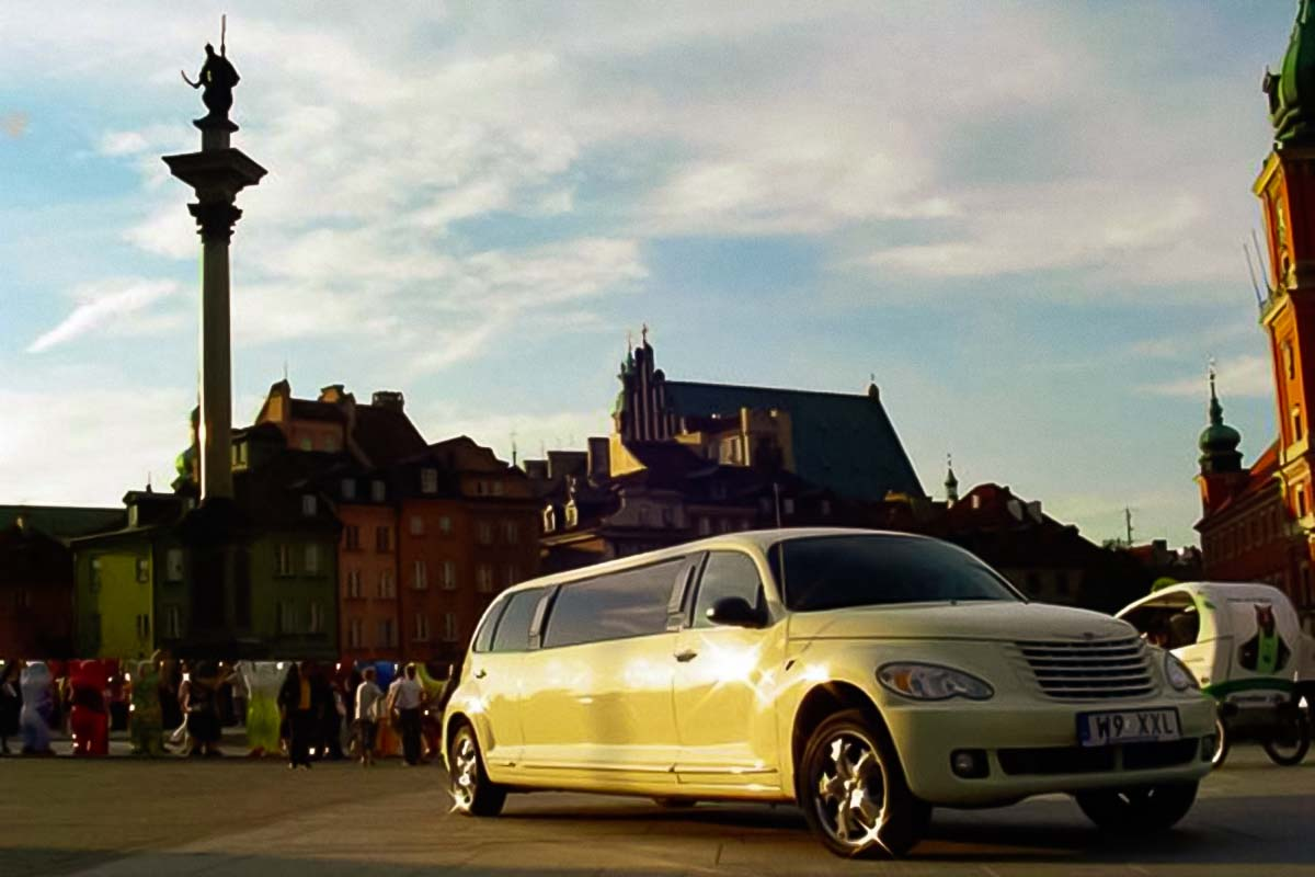 Limo Chopin Airport transfer in Warsaw provided by our Chrysler limo for up to 5 people
