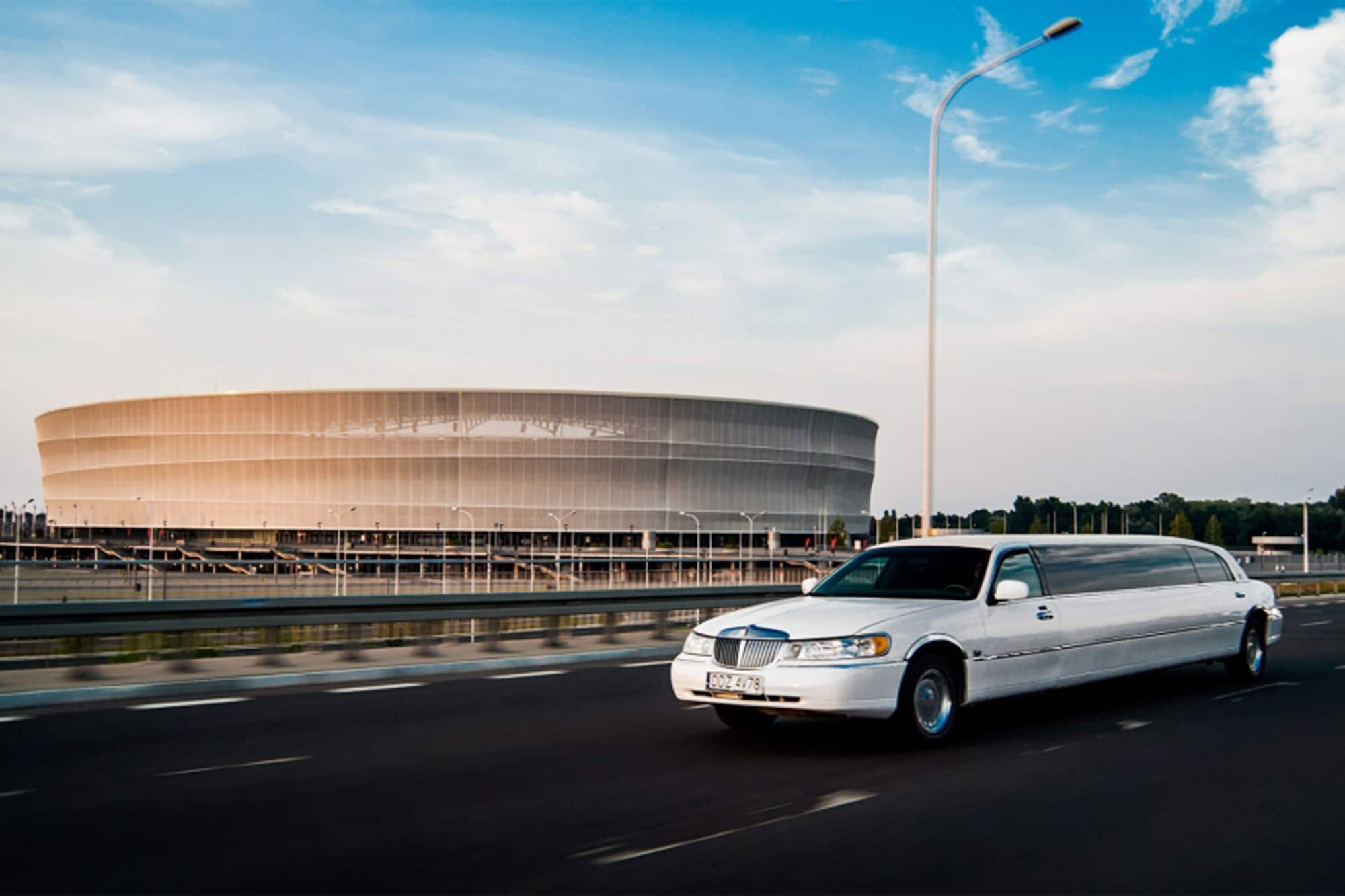 Our lincoln limousine is perfect for small groups of friends arrival to Breslau airport