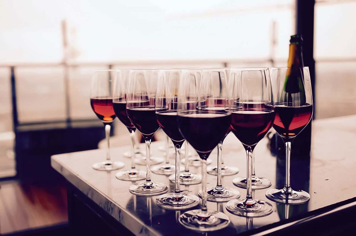 Voit kokeilla 4-tyyppisiä viinejä viinin maistelua kokemuksessamme Krakovassa