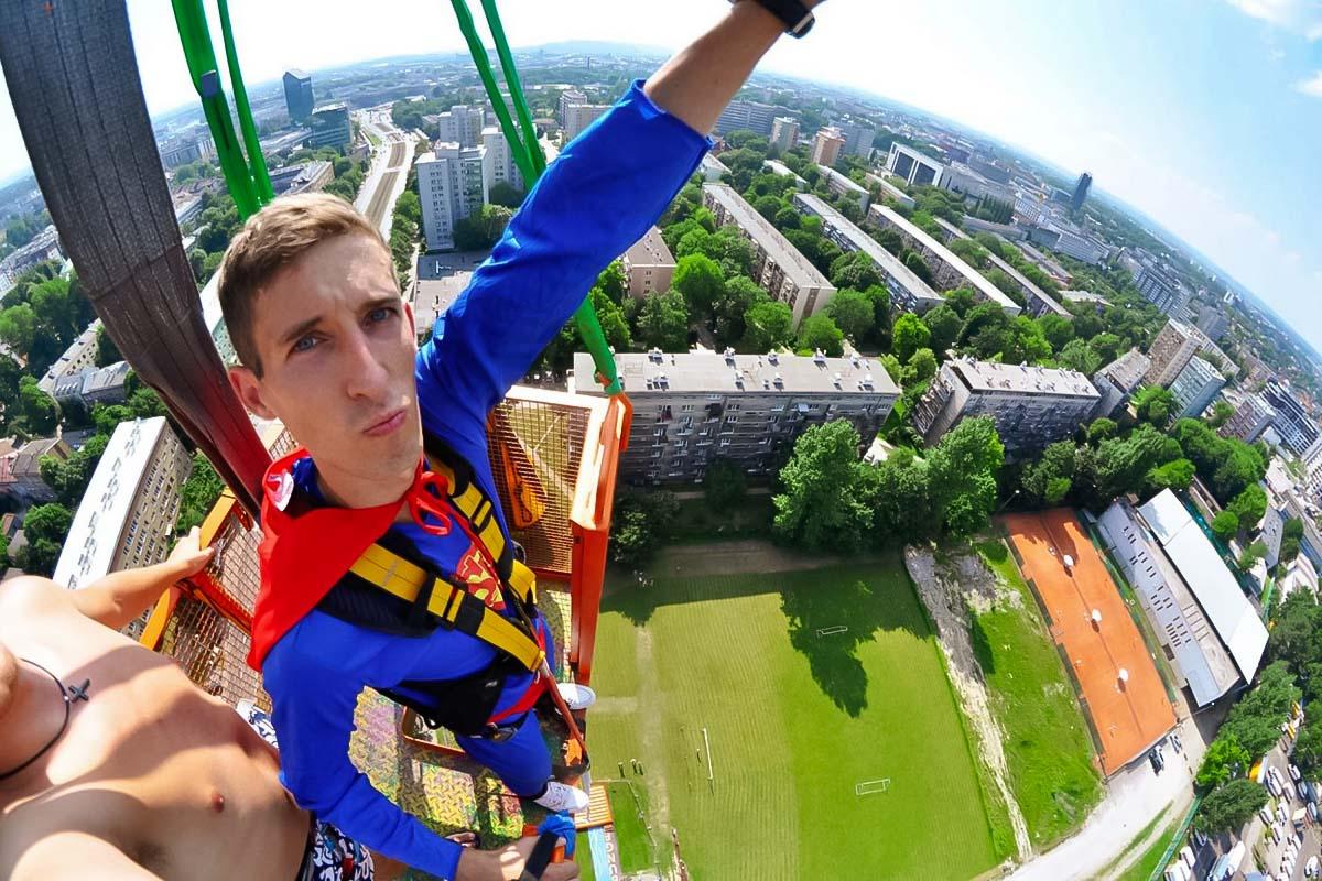 Seien Sie ein Superheld, wenn Sie Krakau besuchen. Nehmen Sie diese fantastische Aktivität Bungee Jumping und zeigen Sie Ihren Freunden, wer der Meister in der Luft ist