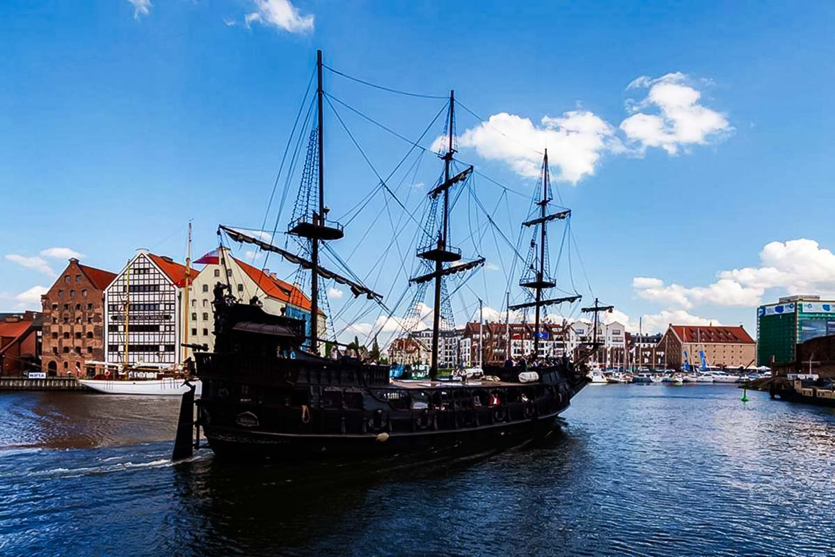 Cruise on a pirate ship is a great activity for a team-building while on a trip to Poland