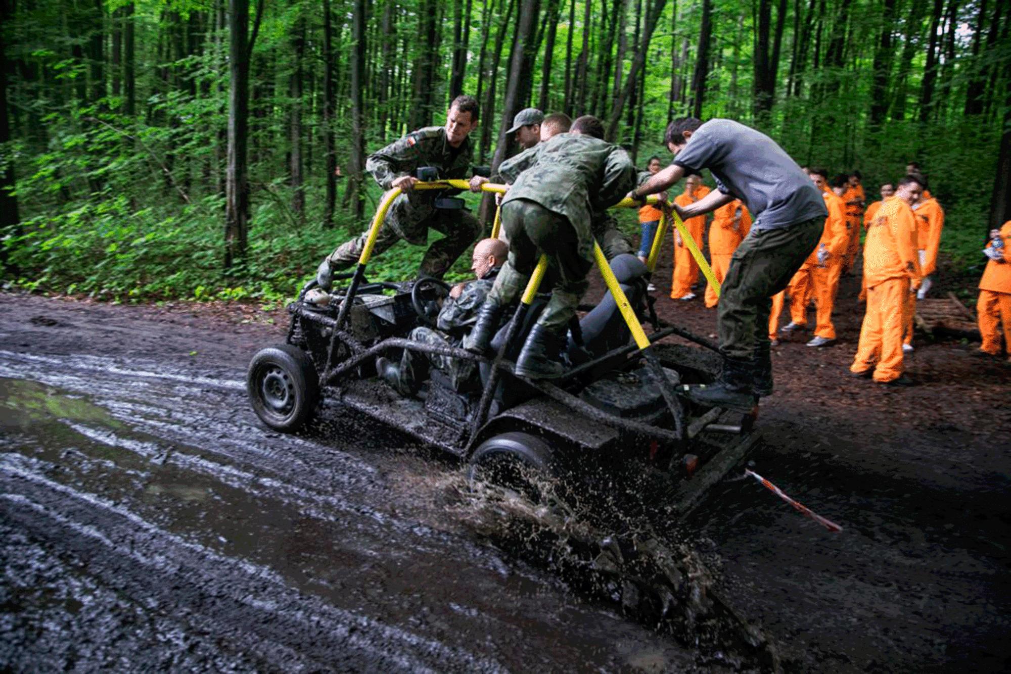 Rage buggies Warsaw on mud
